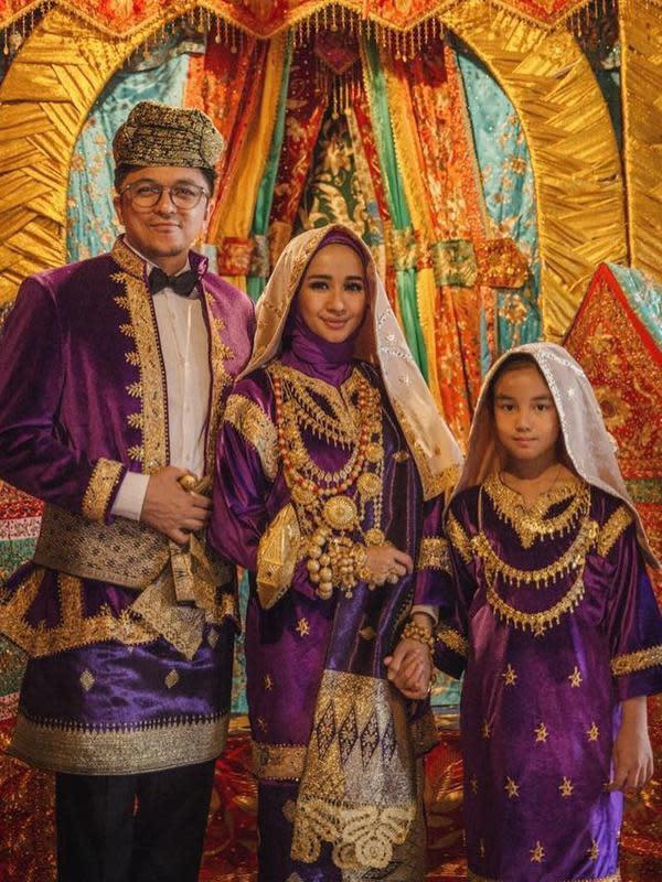 Potret pernikahan Laudya Cynthia Bella dan Engku Emran. (Sumber: Instagram /laudyacynthiabella).