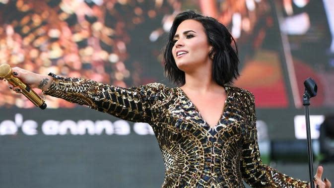 Lirik Lagu Skyscraper - Demi Lovato