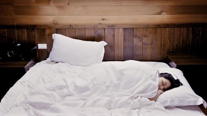 Tidur dengan Lampu Menyala Bikin BB Naik 5Kg