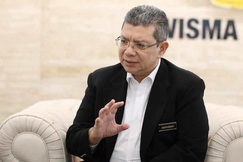 Saifuddin said he hopes that a meeting could be convened in the middle of this month between the two countries to find an amicable resolution to its maritime boundary issues. — Picture by Azinuddin Ghazali