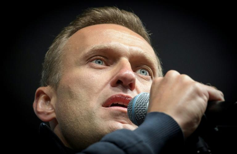 Navalny out of artificial coma after 'Novichok poisoning'
