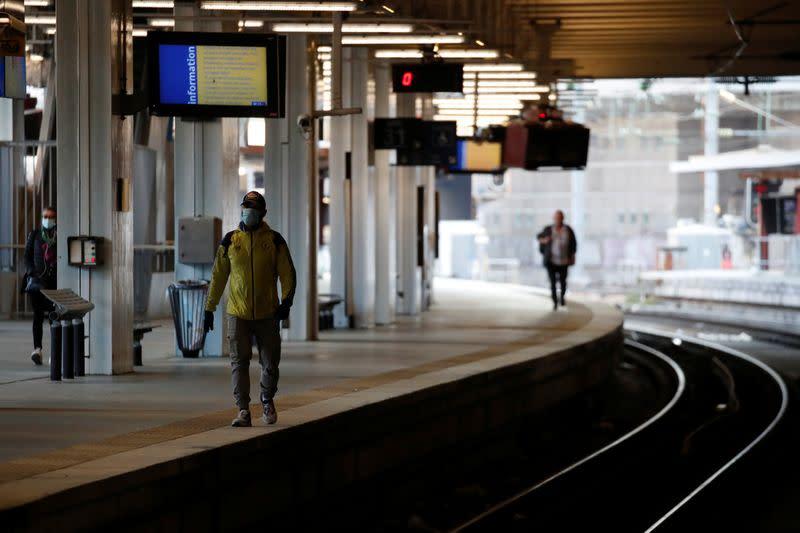 France coronavirus death toll goes beyond 23,000