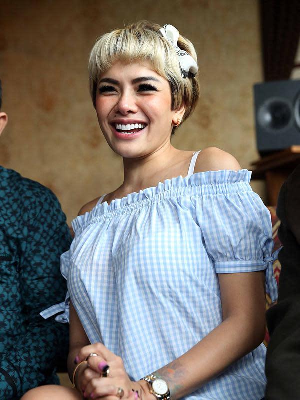 Gara-gara kasus penganiayaan terhadap mantan suaminya, Dipo Latief, Nikita Mirzani kembali mendekam di balik jeruji besi.(Nurwahyunan/Bintang.com)
