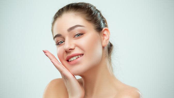 Ilustrasi kulit wajah cerah terawat. Credit: pexels.com/pixabay