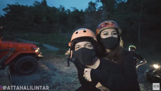 Momen Atta Halilintar dan Aurel Hermansyah Off Road di Kaliurang. (Sumber; Youtube/Atta Halilintar)