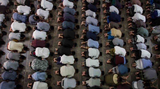 Tarawih saat wabah corona tak lagi dilakukan di masjid