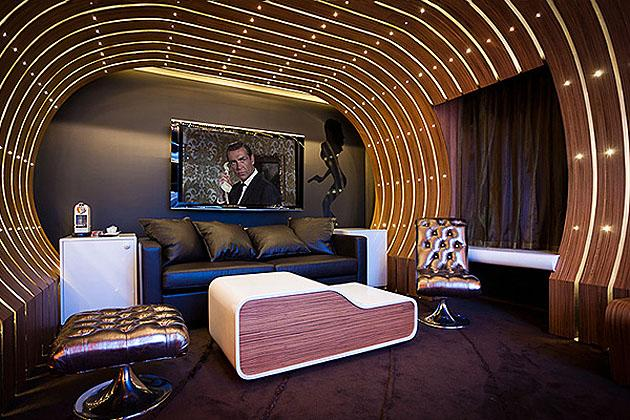 10 high-end themed hotel suites