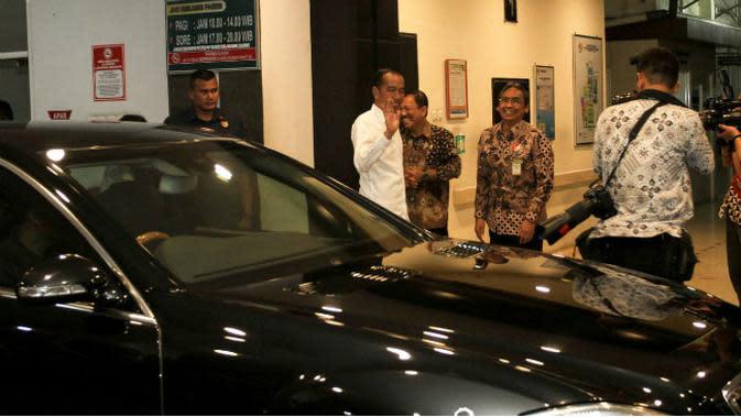 Senyum Semringah Jokowi Lihat Cucu Ketiganya di RS PKU Muhammadiyah Solo