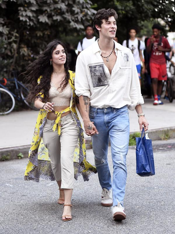 Potret Mesra Shawn Mendes dan Camila Cabello (FOTO: Splashnews)