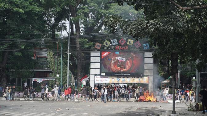 Unjuk rasa di Lapangan Merdeka Medan.