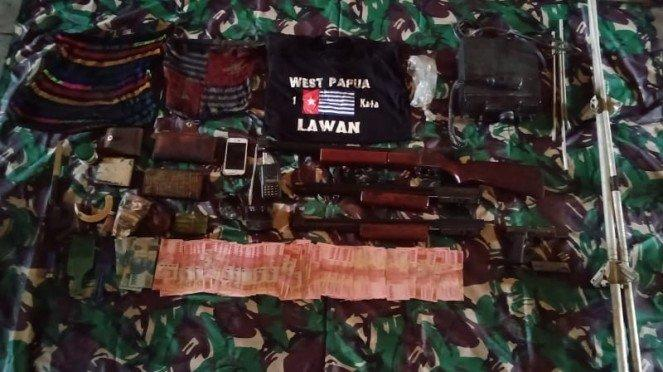 Barang bukti milik OPM yang disergap TNI