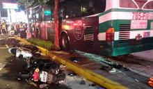 公車瘋狂衝上人行道!一死一重傷 司機竟回:我睡著了