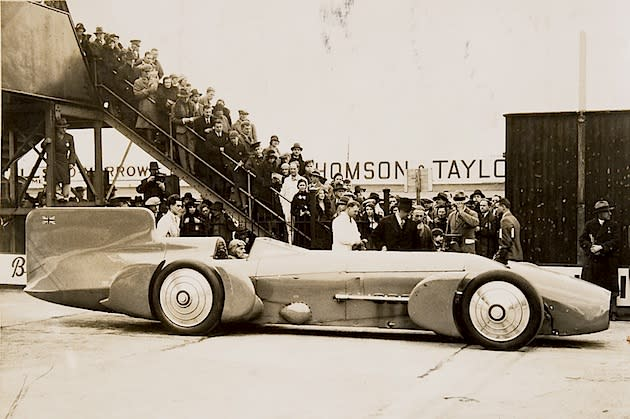 Sept. 3, 1935: Campbell breaks 300 mph speed barrier
