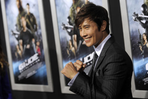 "South Korean actor Byung-hun Lee, a cast member in ""G.I. Joe: Retaliation,"" poses at the Los Angeles premiere of the film at the TCL Chinese Theatre on Thursday, March 28, 2013 in Los Angeles. (Photo by Chris Pizzello/Invision/AP)"