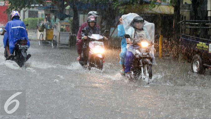 Solusi Jitu Merawat Motor di Musim Hujan