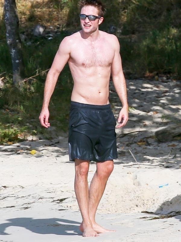 Ia pun terlihat tengah olahraga di sebuah pantai di daerah Antigua pada 4 Februari watu setempat. (Backgrid/US Magazine)