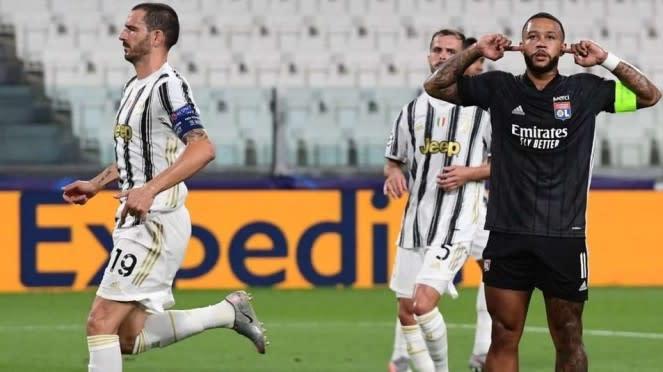 Selebrasi Memphis Depay usai bobol gawang Juventus