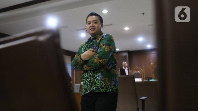 Asisten pribadi mantan Menpora Imam Nahrawi, Miftahul Ulum usai sidang dakwaan di Pengadilan Tipikor Jakarta, Kamis (30/1/2020). Miftahul didakwa menjadi perantara suap Rp 11,5 miliar dari mantan Sekjen KONI Ending Fuad Hamidy dan mantan Bendahara KONI Johnny E Awuy. (Liputan6.com/Angga Yuniar)