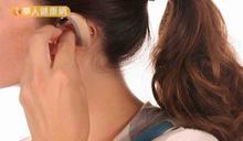 電視越開越大聲,是重聽?該買助聽器嗎?醫師這樣說~