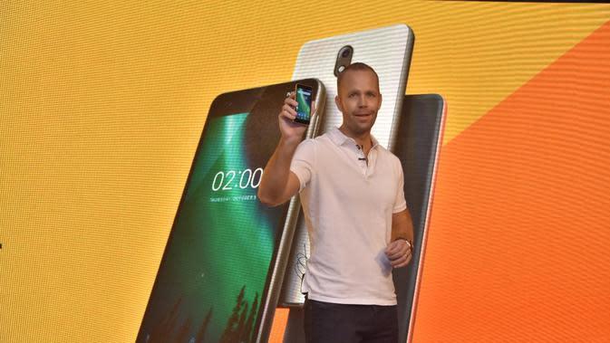 Chief Product HMD Global Juho Sarvikas meluncurkan Nokia 2 di India (Credit: Twitter @sarvikas)