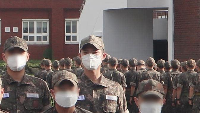 Park Bo Gum (Chief of Naval Education and Training via Soompi)