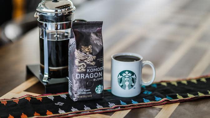 Sajian bercita rasa lokal di gerai Starbucks di Labuan Bajo, Flores, NTT. (dok. Starbucks Indonesia)