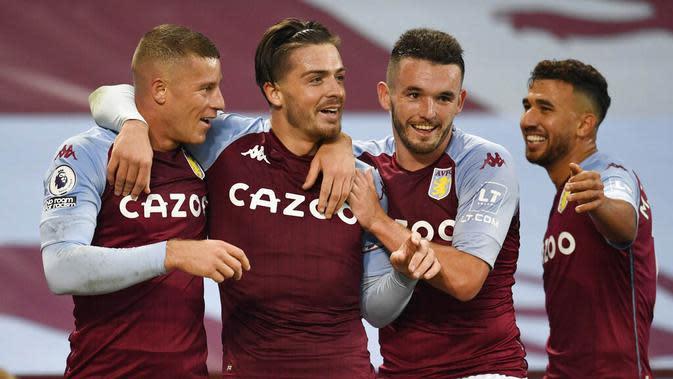 Para pemain Aston Villa merayakan gol yang dicetak oleh Jack Grealish ke gawang Liverpool pada laga Liga Inggris di Stadion Villa Park, Minggu (4/10/2020). Liverpool takluk dengan skor 7-2. (Peter Powell/Pool via AP)
