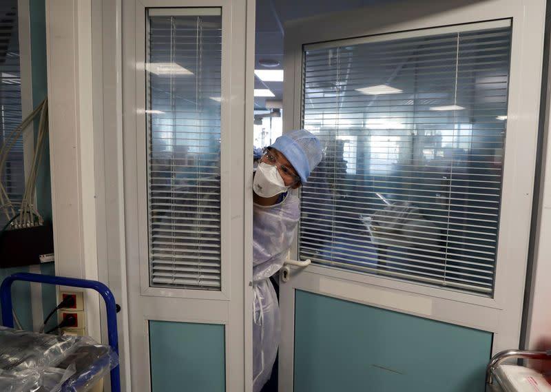Paris in danger of restaurant shutdown as coronavirus roars back