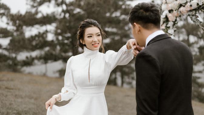 ilustrasi pernikahan bahagia/Photo by Trung Nguyen from Pexels