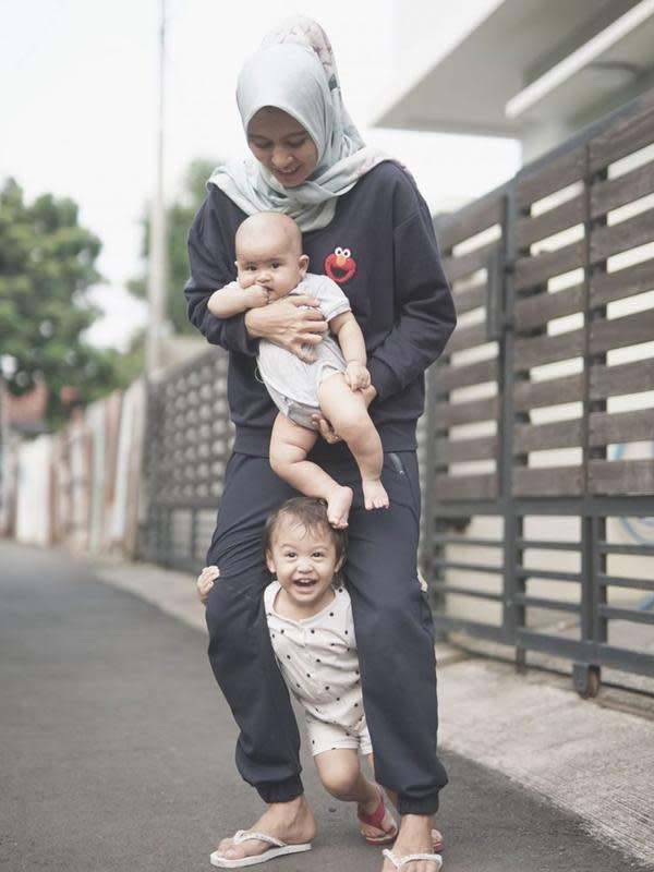 Foto Jian Batari Anwar dan Keluarga Kecilnya Credit: Brilio.net/Instagram@JianBatari
