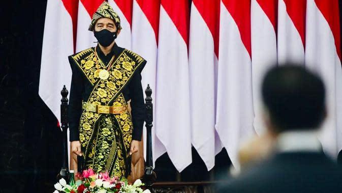 Presiden Jokowi mengenakan baju adat Sabu dari Nusa Tenggara Timur (NTT) saat menghadiri sidang tahunan MPR, Jumat (14/8/2020). (dok Biro Pers Sekretariat Presiden)