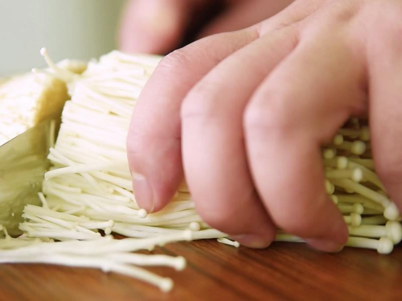 網路謠言:金針菇讓身體變酸?