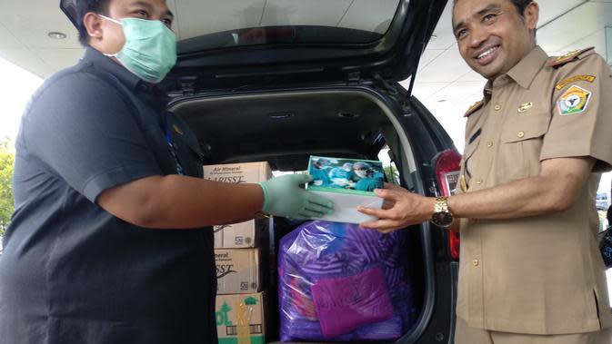 Bantuan alat kesehatan dari anggota DPRD untuk penanganan covid-19 di Sultra.(Liputan6.com/Ahmad Akbar Fua)