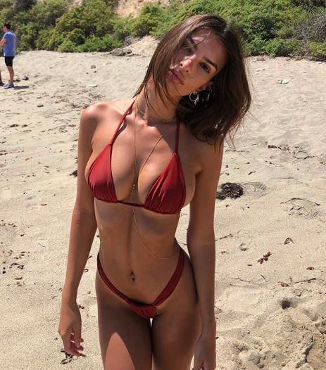 <p>The model looked incredible in one of her Inamorataswim bikinis. Source: Instagram/emrata </p>
