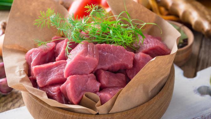 Menyimpan daging sapi./Copyright shutterstock.com/g/istetiana