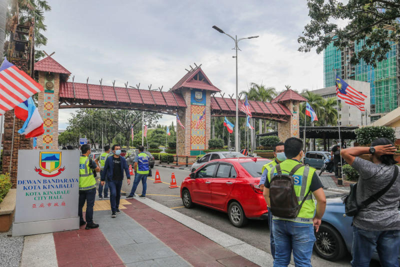 Police officers monitoring the situation in Gaya street after flash mob protesters held small demonstrations around the capital this afternoon in Kota Kinabalu September 28, 2020. — Picture by Firdaus Latif