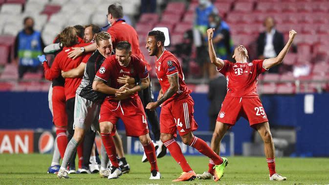 Para pemain Bayern Munchen melakukan selebrasi usai menjuarai Liga Champions di Stadion The Luz, Portugal, Senin (24/8/2020). Bayern Munchen berhasil menjadi juara usai menaklukkan PSG 1-0. (David Ramos/Pool via AP)