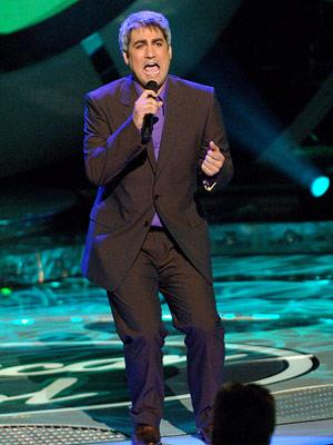 Taylor Hicks performs on May 2 FOX's American Idol