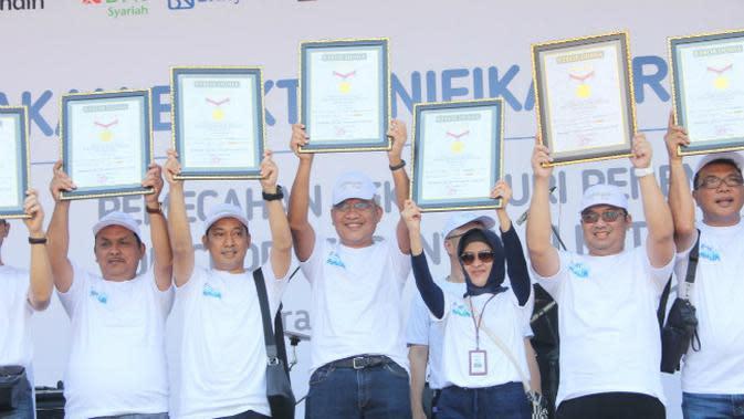 Bank Indonesia (BI) gagas gerakan elektronifikasi rumah ibadah telah memecahkan rekor MURI untuk penempelan QR Code terbanyak di kotak amal. (Foto: Liputan6.com/Dian Kurniawan)