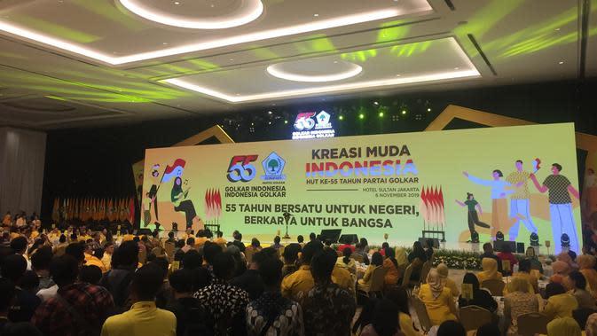 Jokowi dan Ma'ruf Amin Kompak Berbatik Hadiri HUT Golkar
