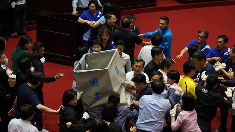 陳菊出任監察院長一案引起朝野大風波,誰該負最大責任?