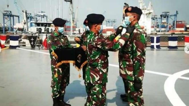 VIVA Militer : Dansatlinlamil pimpin Sertijab Komandan KRI Tanjung Kambani-971