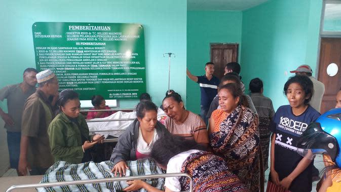 Korban DBD meninggal dunia saat berada di ruangan mayat dan keluarga korban menangis histeris. (Foto: Liputan6.com/Dionisius Wilibardus)