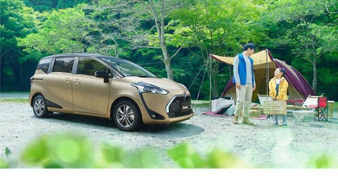 Toyota Sienta (Toyota)