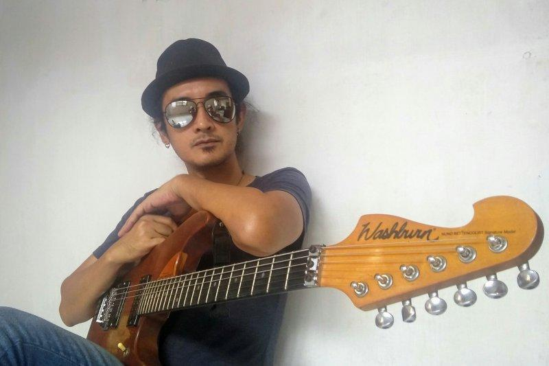 Adnil eks gitaris Base Jam siapkan album solo perdana