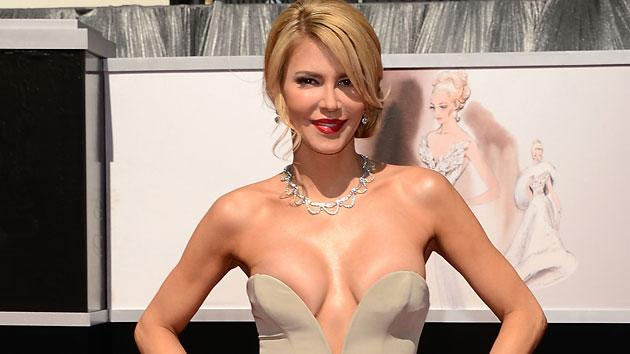 Brandi Glanville makes racy statement in Oscar dress