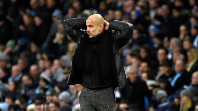Ekspresi pelatih Manchester City Pep Guardiola saat para pemainnya menghadapi Manchester United pada pertandingan Liga Inggris di Etihad Stadium, Manchester, Inggris, Sabtu(7/12/2019). Manchester City kalah 1-2. (AP Photo/Rui Vieira)