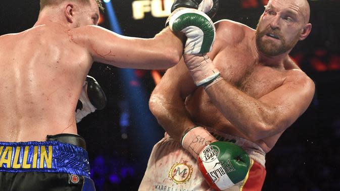 Tyson Fury memang berhasil memenangkan pertarungan melawan Otto Wallin di Las Vegas, Nevada, Amerika Serikat, Sabtu (14/9/2019). (David Becker / GETTY IMAGES NORTH AMERICA / AFP)
