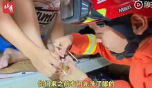 男大生「腳趾被室友鎖住」!消防員到宿舍救援先問:你洗腳了沒?