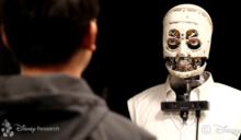 盯到你心裡發寒?迪士尼無皮膚機器人能用眼神與人互動